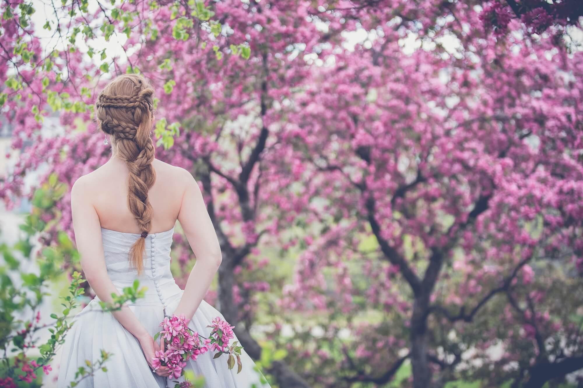 ウェディングドレスの節約方法