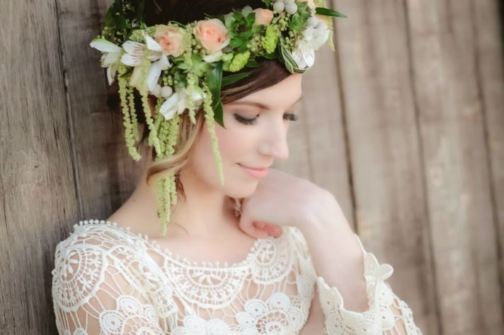 Bride Chics Trend Watch The Floral Wreath OneWed