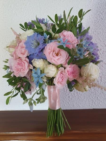 bukiet ślubny pastele różowy niebieski