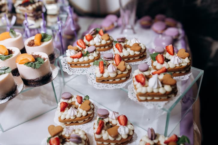 słodki stół ciastka