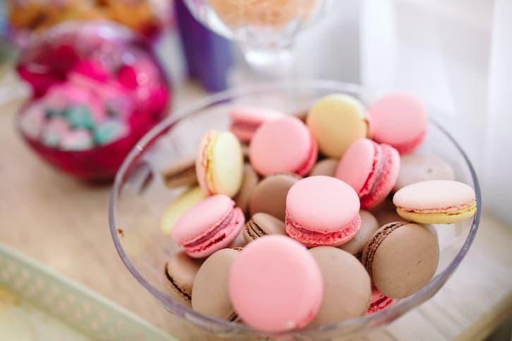 słodki stół wesele makaroniki