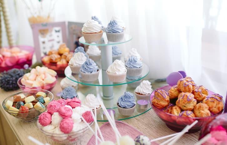 candy bar muffinki niebieskie białe