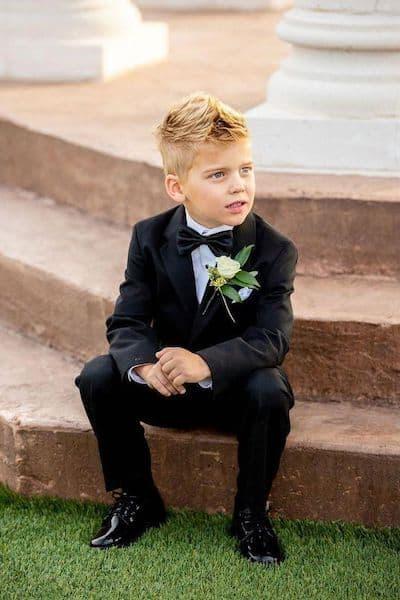 fryzura chłopiec elegancka garnitur