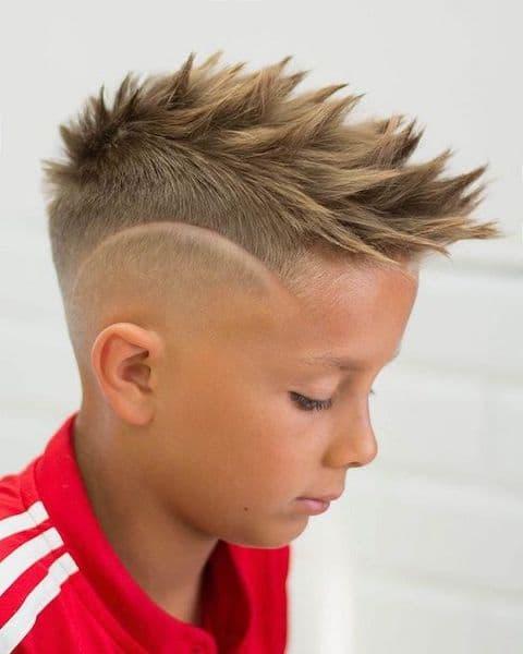 fryzury na wesele dla dzieci chłopiec irokez