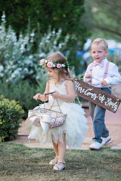 fryzury na wesele dla dzieci sypanie kwiatków dzieci