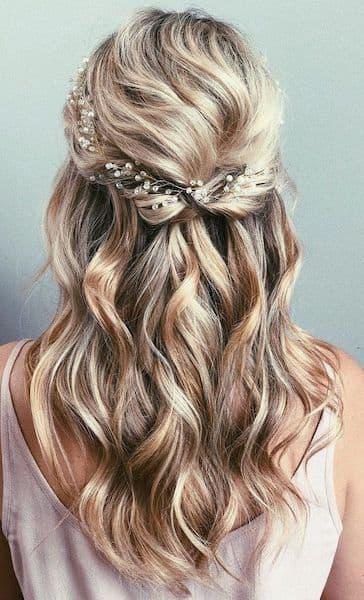 fryzura lato loki ozdoby do włosów