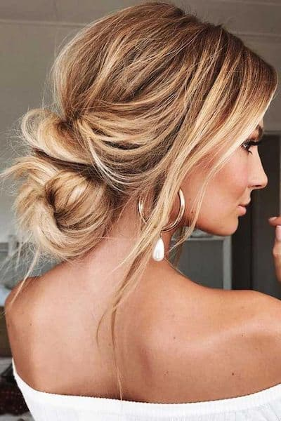 fryzury niskie upięcie messy kok