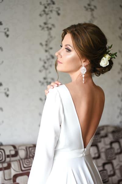 fryzury ślubne suknia bez pleców