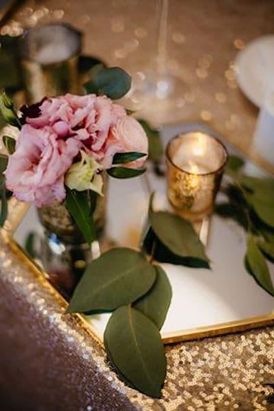 kwiaty na wesele dekoracje złoto