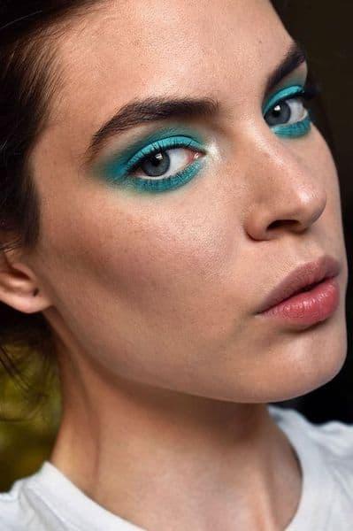 makijaż delikatny niebieski