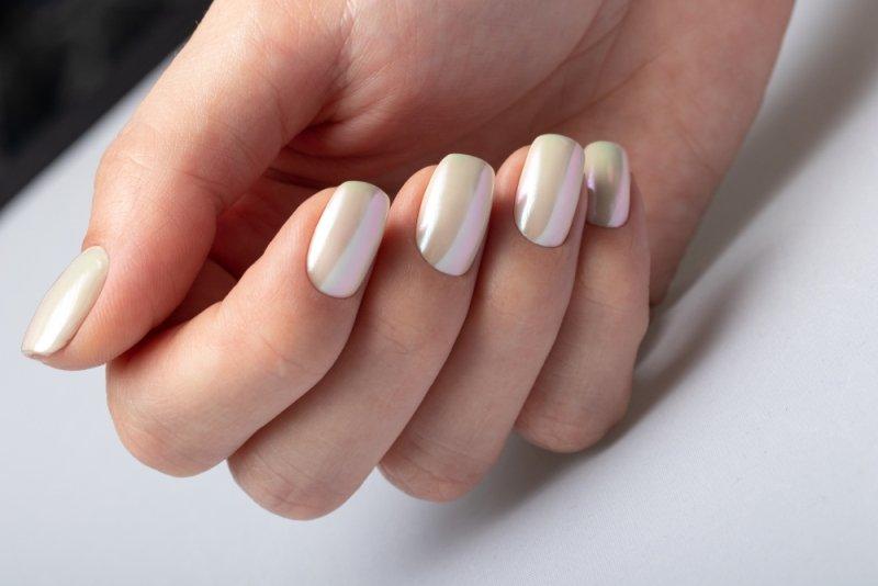 perłowy manicure