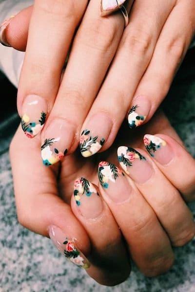 paznokcie na wesele french kwiaty