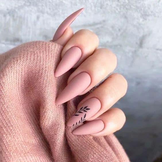 paznokcie na wesele matowe różowe