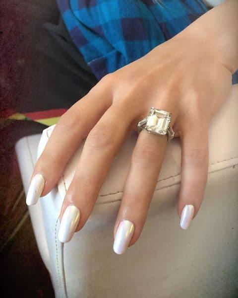 paznokcie na wesele perłowe jasne białe