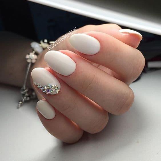 paznokcie ślubne beż diamenciki