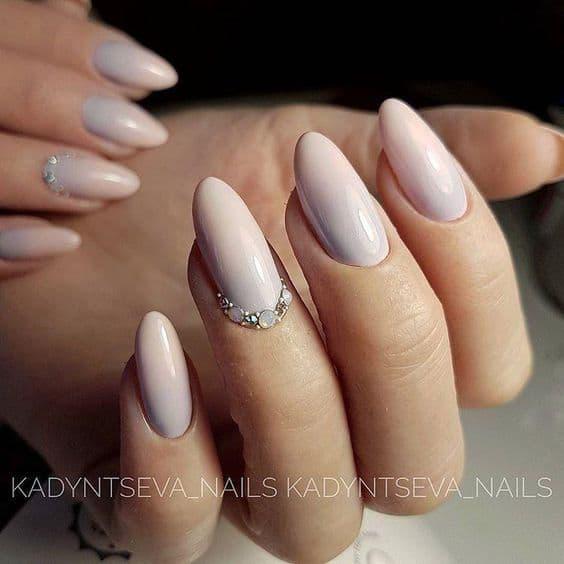manicure ślubny beż kryształki