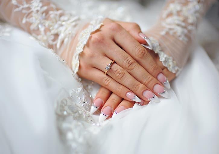 paznokcie panna młoda french kryształki