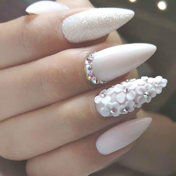 paznokcie ślubne kwiaty 3d kryształki białe