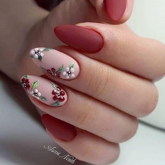 manicure ślubny kwiaty czerwone bordo