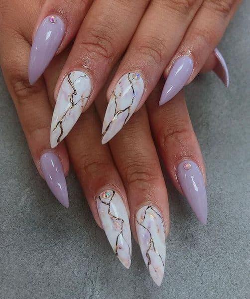 paznokcie na ślub liliowe fioletowe marmurki