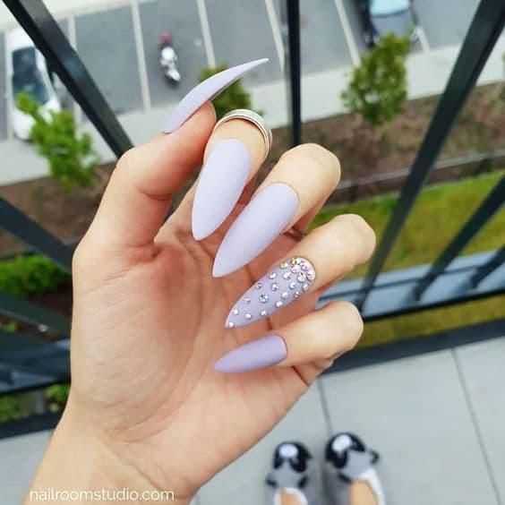 manicure ślubny liliowe matowe kryształki