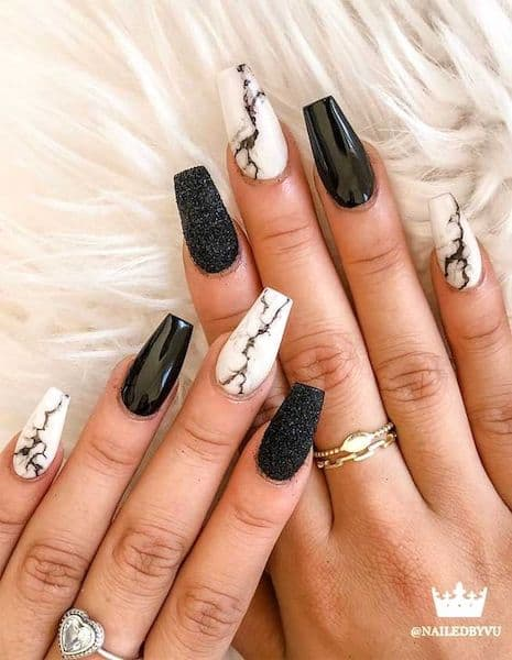 manicure marmurki białe czarne
