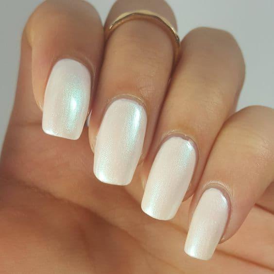 manicure perłowe kwadratowe