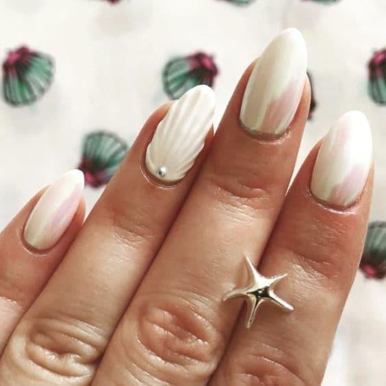 manicure ślubny perłowy muszla perła