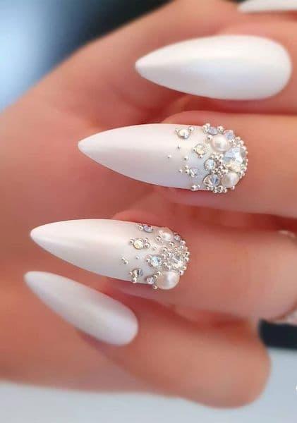 paznokcie ślubne perłowe perły kryształki