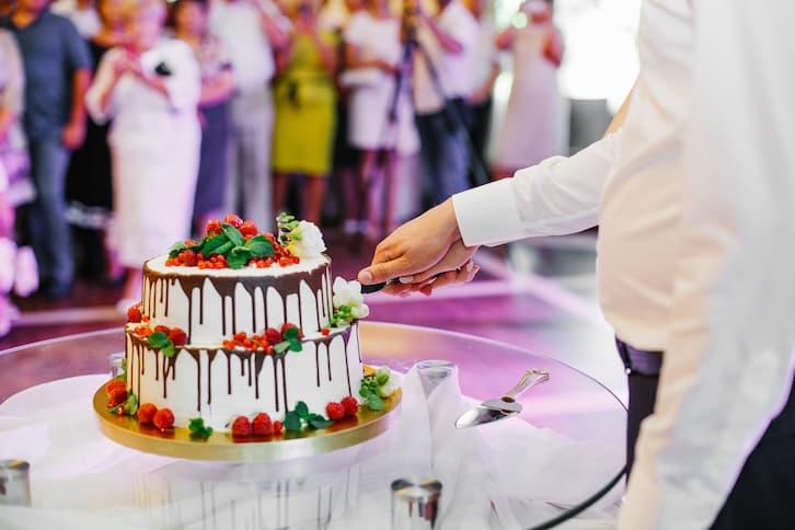 torty weselne drip cake polewa owoce