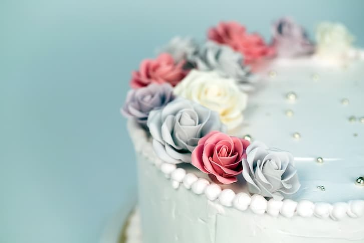 tort ślubny kwiaty róże