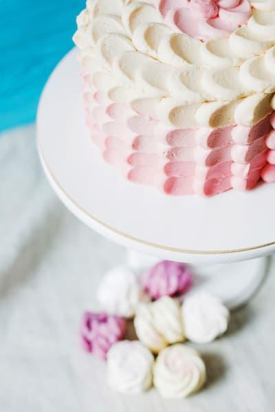 tort ślubny syrenie łuski różowy ombre