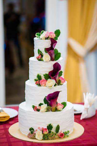 tort wesele kwiaty fiolet róż
