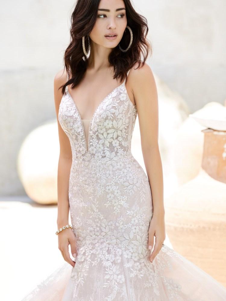 Sottero and Midgley Inga lace mermaid wedding dress with sparkle detail. Close up image of the bodice detail