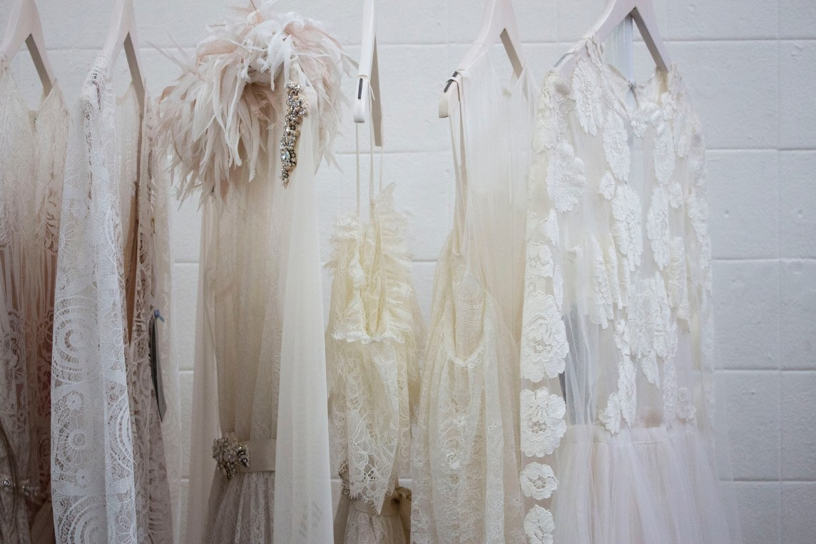 Do's and Don'ts – travelling with your wedding dress …