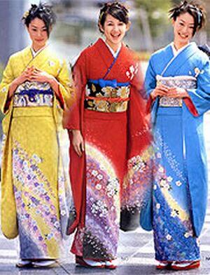 japaese girls in kimonos