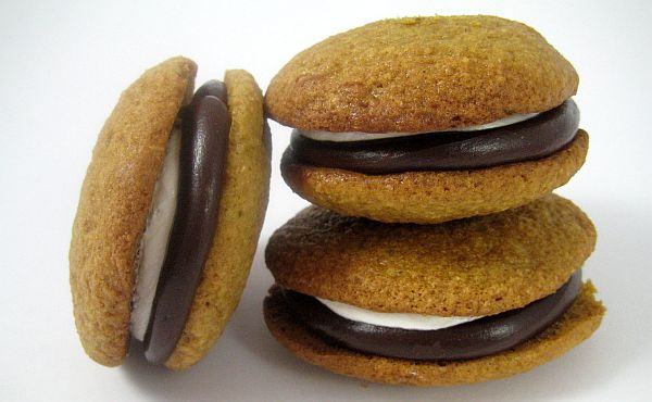 Whoopie pies and macarons