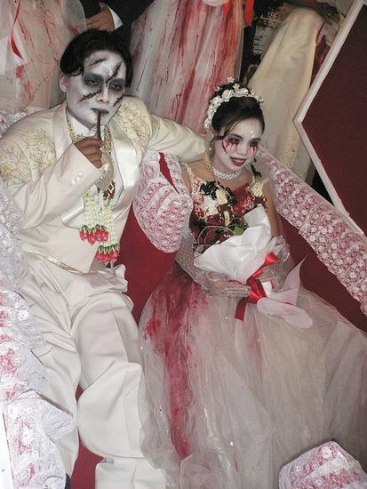 zombie styled wedding dress 13