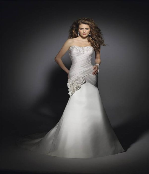 Perfect Wedding Dresses For Petite Figures: Body Shapes And Perfect Wedding Dress To Match