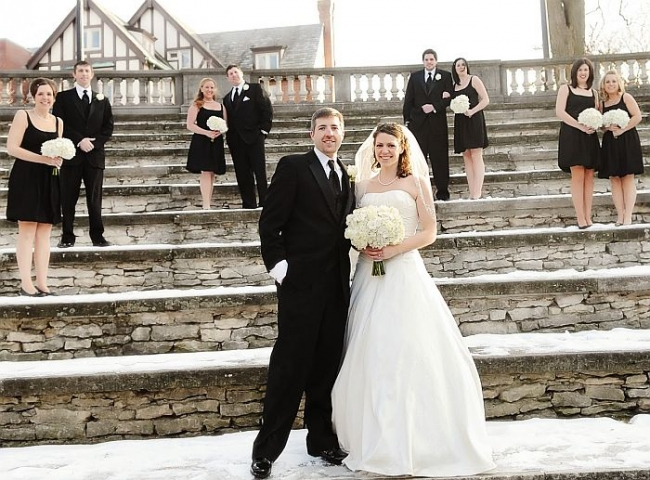7 Tips For Planning A Small Courthouse Wedding: Best Tips To Plan A Magical Winter Wedding