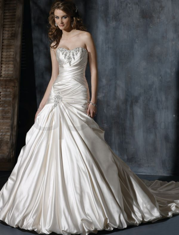 taffeta-strapless-dipped-neckline-a-line-wedding-dress
