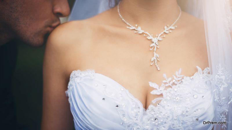 strapless neckline
