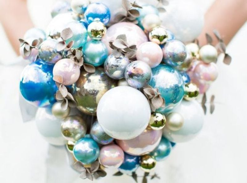 Christmas-ornament-hand-bouquet