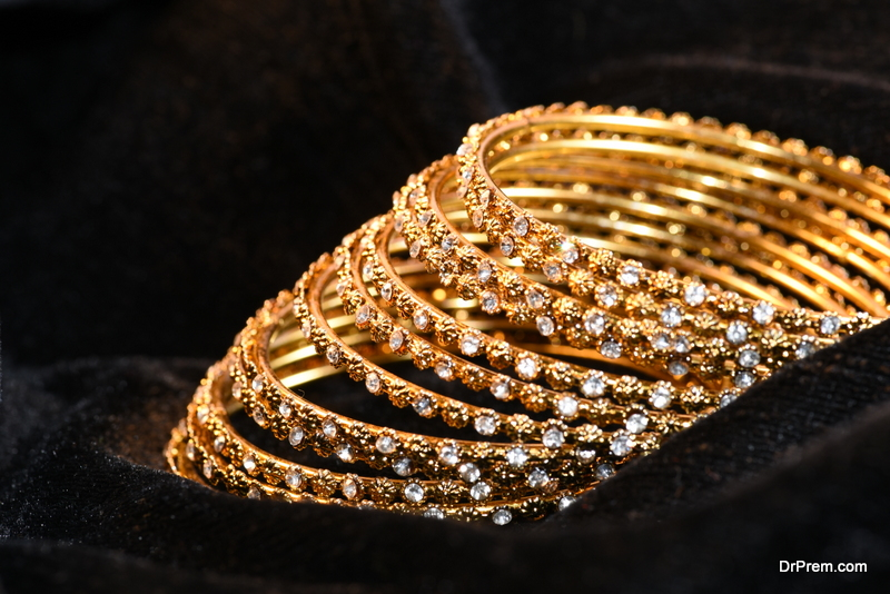Gold-bangles.