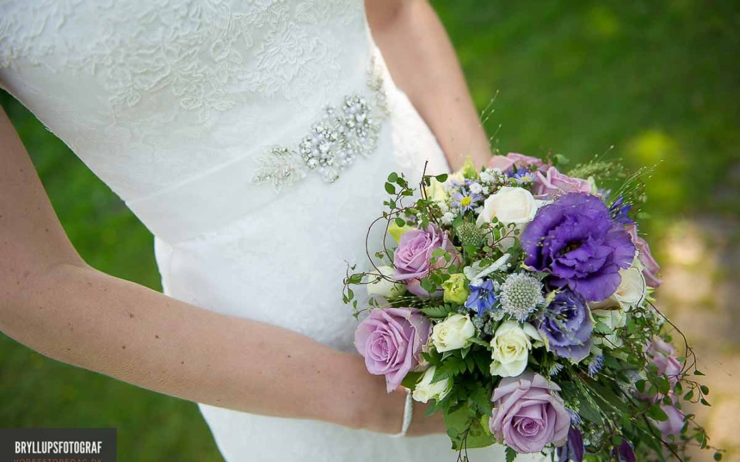 MONEY SAVING TIPS FOR WEDDING FLOWERS