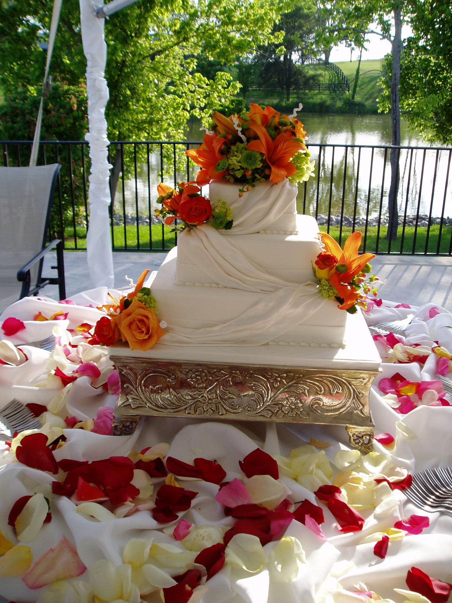 square wedding cakes with fresh flowers square wedding cake with fresh lilies wedding dish 20421