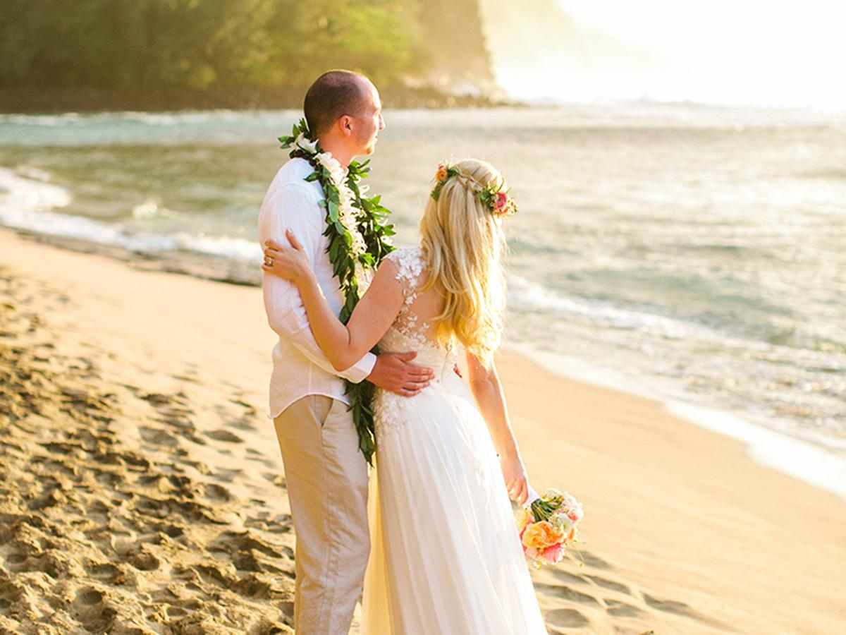18 Hawaiian Wedding Dresses For Your Love Story