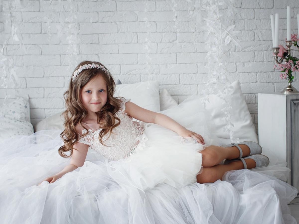 Must Have 2019: 24 Lace Flower Girl Dresses