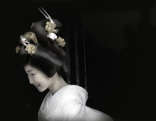 https://i1.wp.com/weddinghairstylegallery.com/d/547-2/Japanese+traditional+weddding+updo.jpg