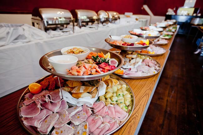Budget-friendly And Creative Ways To Feed Your Wedding Guests